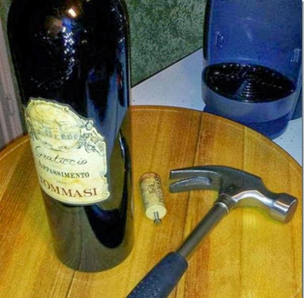 Truco para abrir una botella de vino sin descorchador