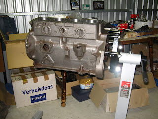 B20 engine stand