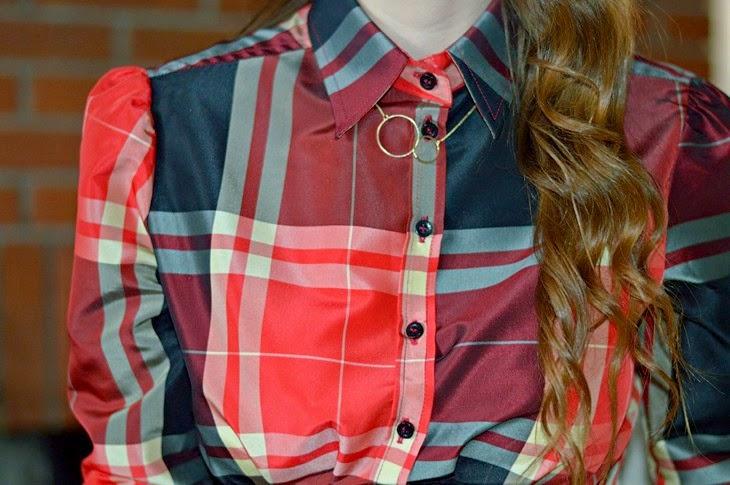 consigli idee outfit natale viglia natale outfit rosso per natale come vestirsi a natale Zara Tartan Blouse The Sparkling Cinnamon