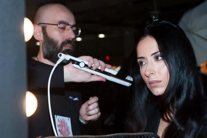 Peinada por estilista en el stand de Rowenta en la Mercedes-Benz Fashion Week Madrid como blogger invitada de moda y belleza withorwithoutshoes Ondas al agua en el pelo