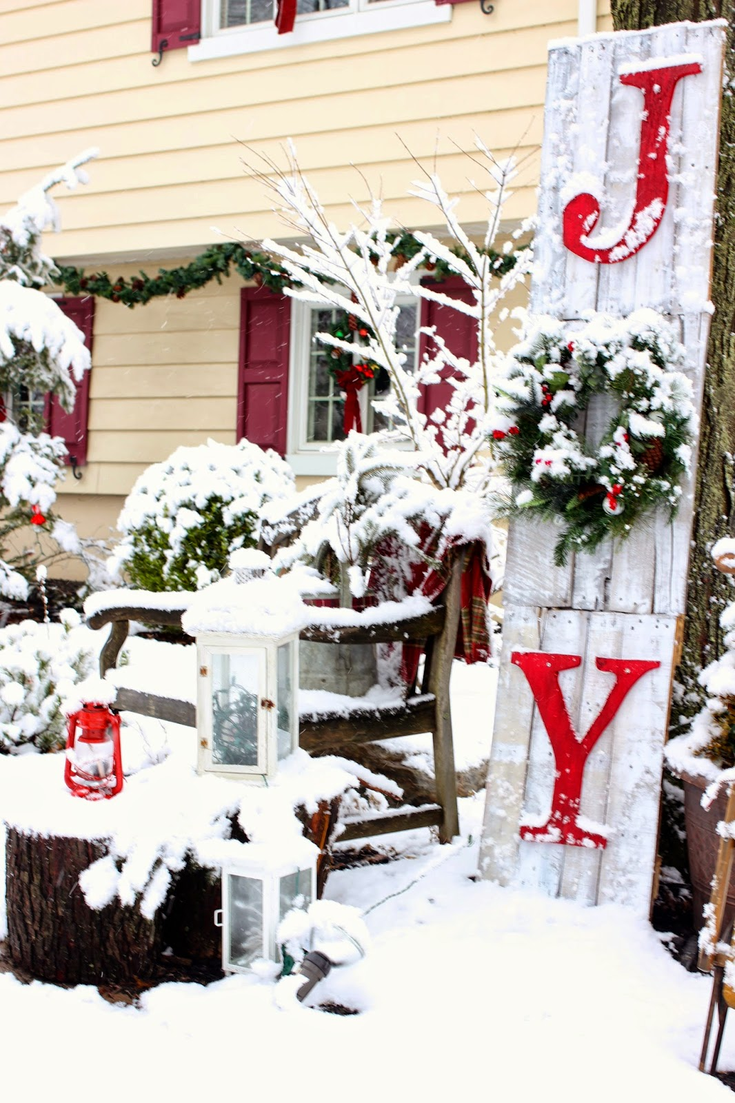 Golden boys and me holiday home tour 2014 for Holiday home christmas decorations
