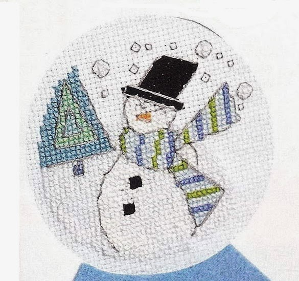 Детская вязанная шапочка и манишка