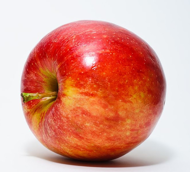 https://commons.wikimedia.org/wiki/File%3ARed_Apple.jpg