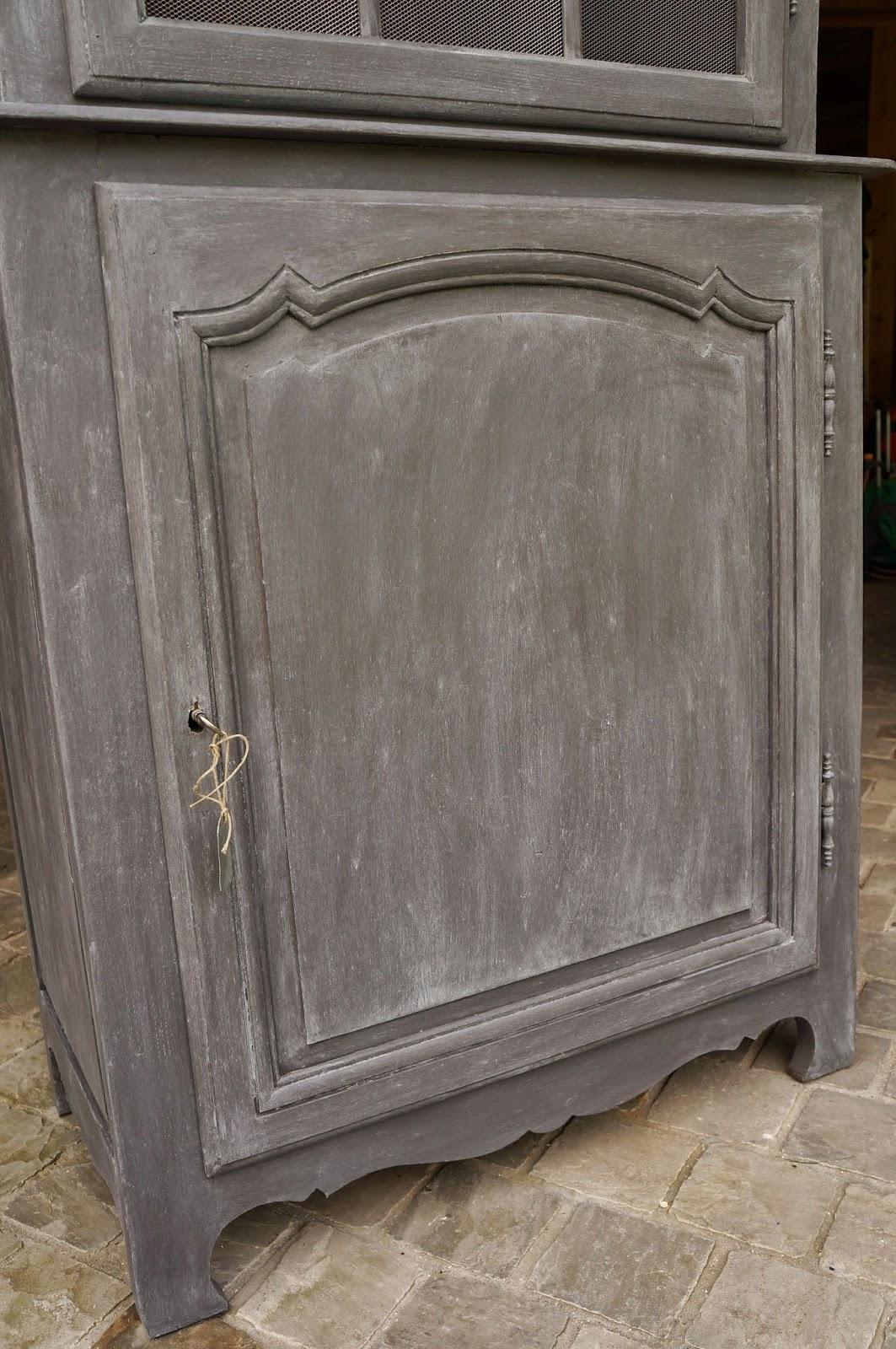 armoire-vaisselier-gris-patiné-grillage-tole