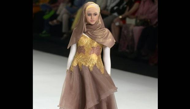 Foto-Foto Peragaan Busana Muslim Karya Aktris Risty Tagor