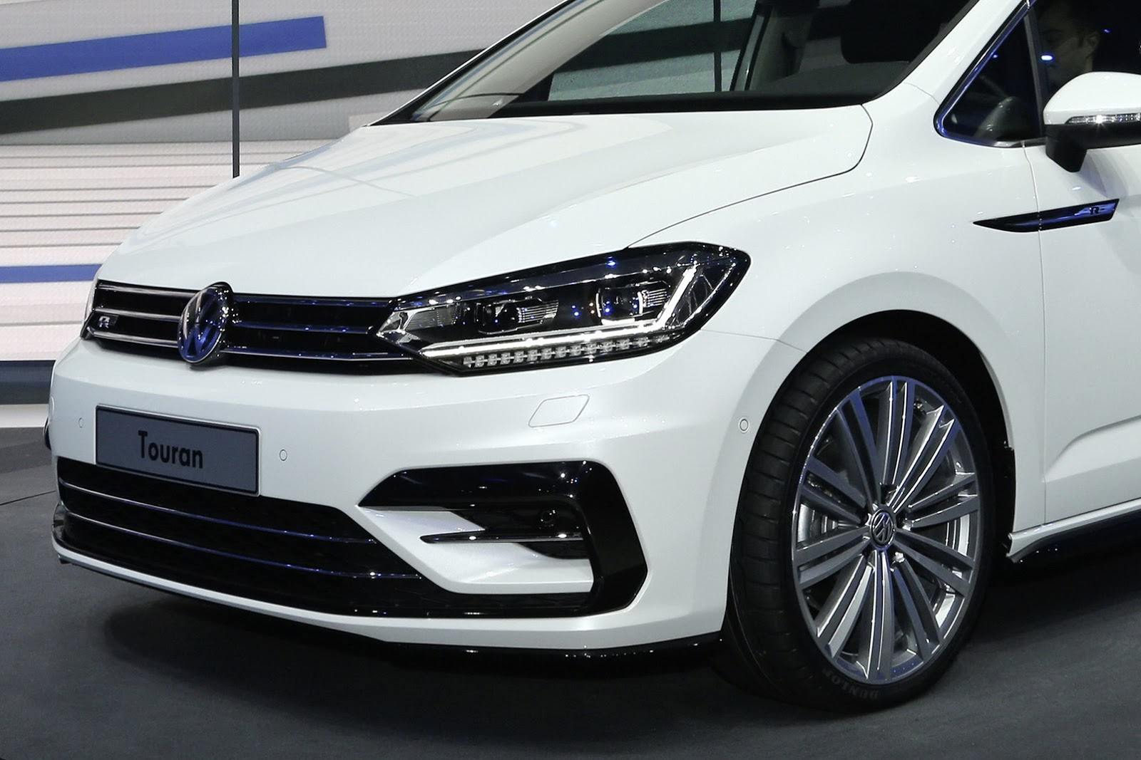 New Vw Touran Looking Good In R Line Outfit Carscoops