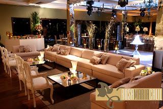 lounge clean, decoração, casamento, móveis retos e clássicos, tons beges suaves
