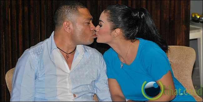 Ciuman Krisdayanti dan Raul Lemos