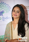 Anushka at MemuSaitham Dinner-thumbnail-7