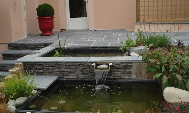 Terrasse avec bassins et cascade for Bassin a poisson pour terrasse