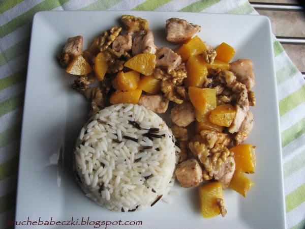 Kurczak z brzoskwinią i karmelizowanymi orzechami :)