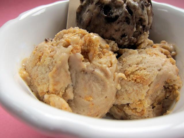 Cookies & Cream Frozen Banana Ice Cream Recipe - only 2 ingredients!