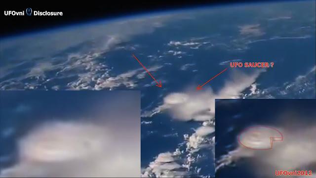 OVNI Soucoupe se cachant dans les nuages en-dessous de la Station spatiale