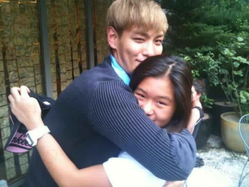 T.O.P's iCONS Top+with+a+lucky+fan