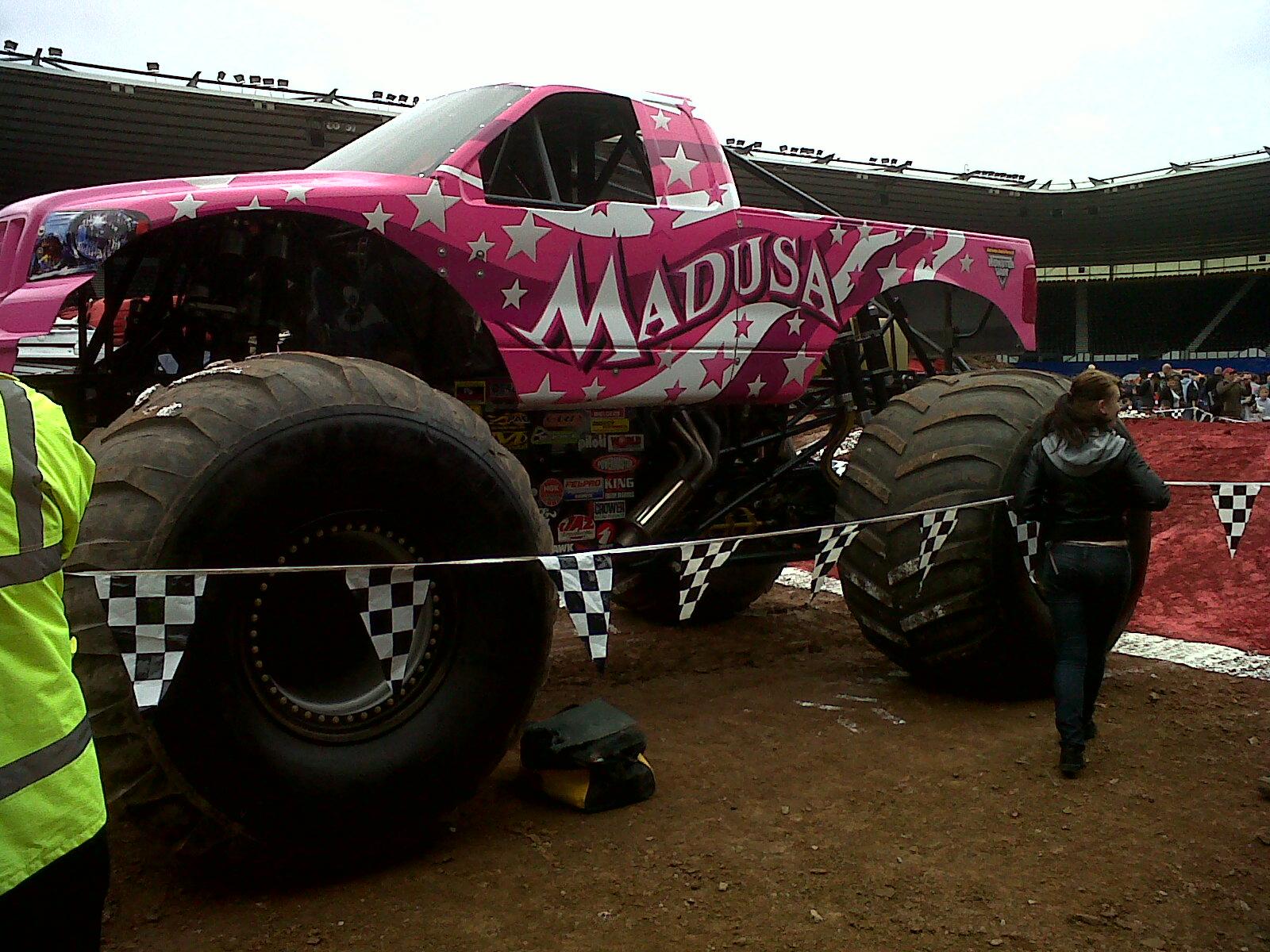 Ausmalbild Madusa Monster Truck: Sri Remote Toys Blog: SRI Remote Toys Visits Monster Jam