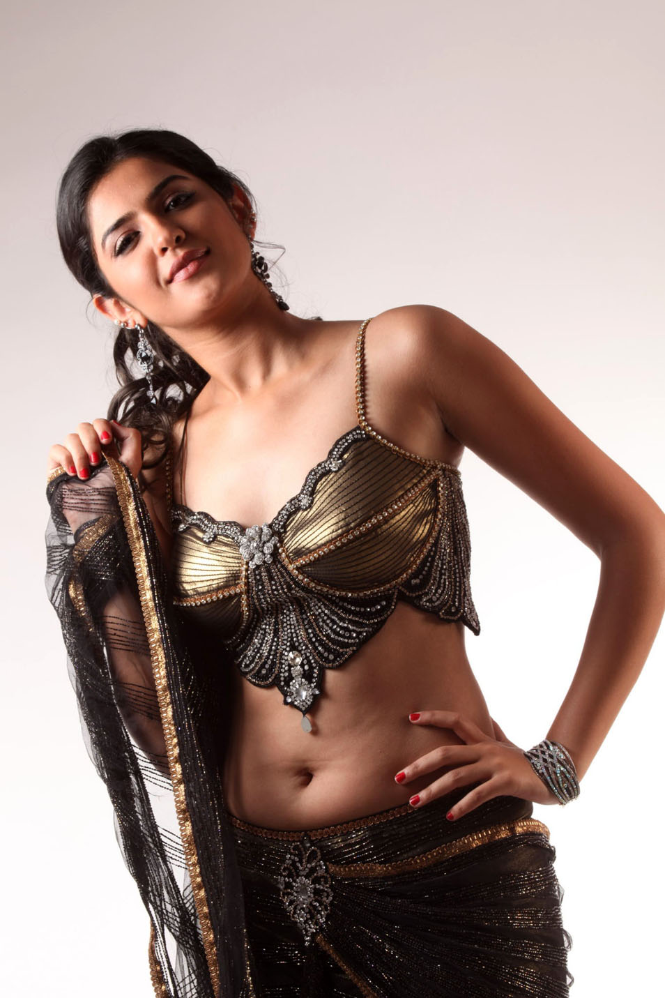 Deeksha Seth Navel Hot Sari - Deeksha Seth Hot Pics in sari - Photo Gallery