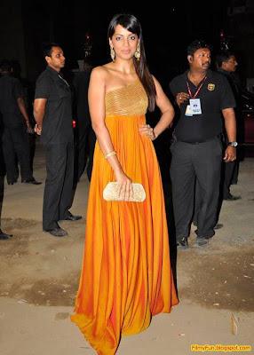 Mugda Godse arrives for the Filmfare Awards at Yash Raj Studio Mumbai_FilmyFun.blogspot.com