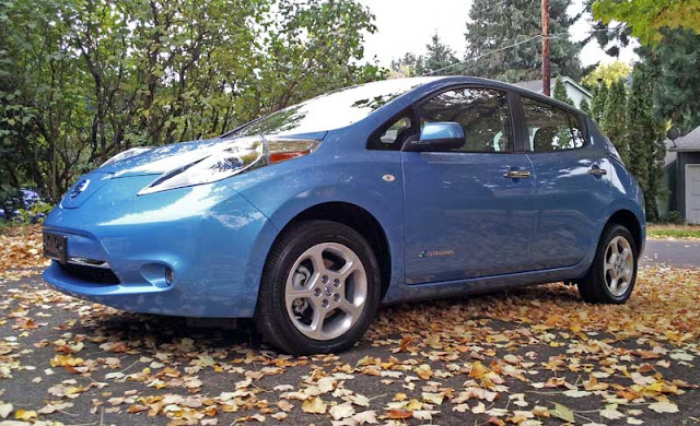 2011 Nissan Leaf SL - Subcompact Culture
