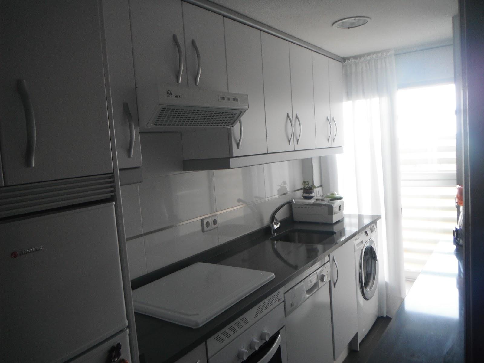 Laminado blanco mate encimera compac plomo remates gris - Remates de muebles de cocina ...