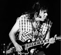 Neil_Young_playing_guitar