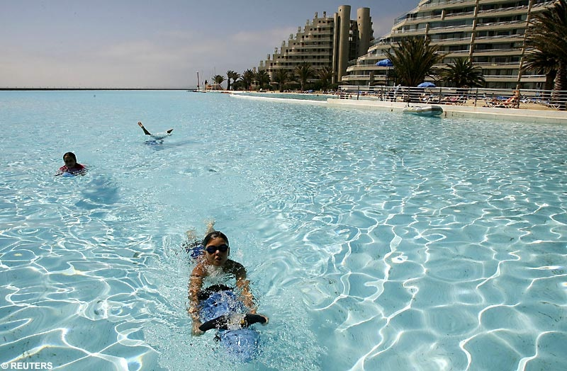 World 39 s all amazing things pictures images and wallpapers for Largest swimming pool