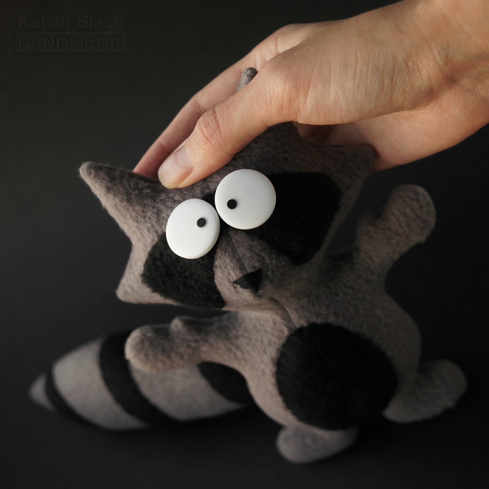 Игрушка ручной работы из флиса - енотик с крутящимся хвостом. Заказать.