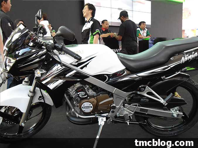 Photo New Kawasaki Ninja 150 R