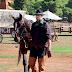 Καβαλα στ' άλογο ο Χολίδης