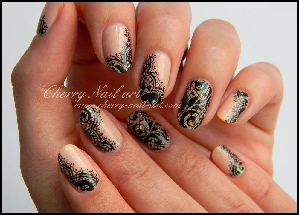 nail art dentelle et paillettes a la peinture acrylique