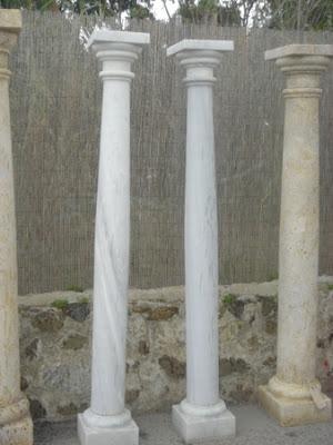 Columnas de piedra natural estecha