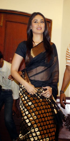 Gorgeous+Kareena+Kapoor+in+Black+Saree+Golden+Border,+Bollywood+Saree+Collection_IndianRamp.com