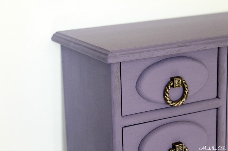 Purple chalk painted jewelry box. Easily give an update to your jewelry storage!