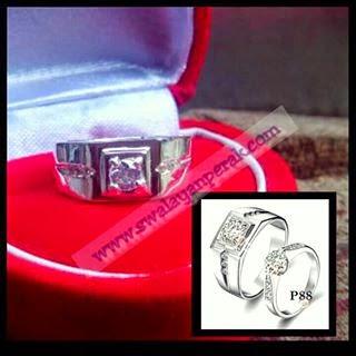 Contoh perhiasan pernikahan cincin couple berlapis berlian