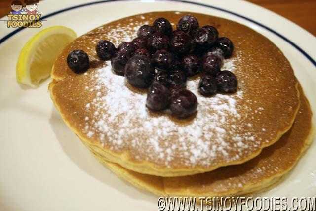 wholewheat pancakes blueberries