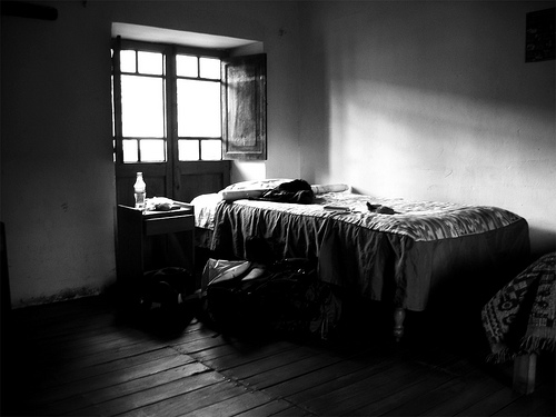 Seorang Gadis Bermalam di Katil Seorang Lelaki Misteri