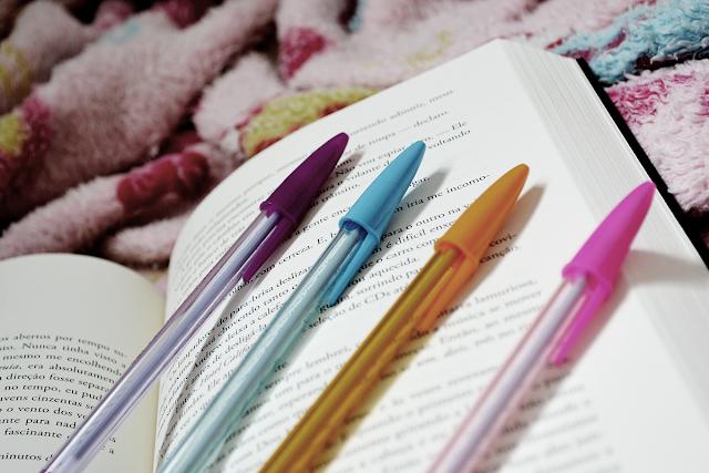 Blog Sobre Livros - Cerejinha - Raine Miller - Canetas Coloridas