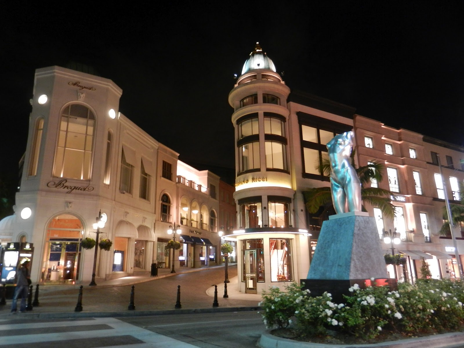 http://1.bp.blogspot.com/-AVfnKbdG7rU/UCpsJZ6J5kI/AAAAAAAAF7Y/ScoAJp_kHaY/s1600/BH+-+Rodeo+Drive+RG+sculpture.jpg