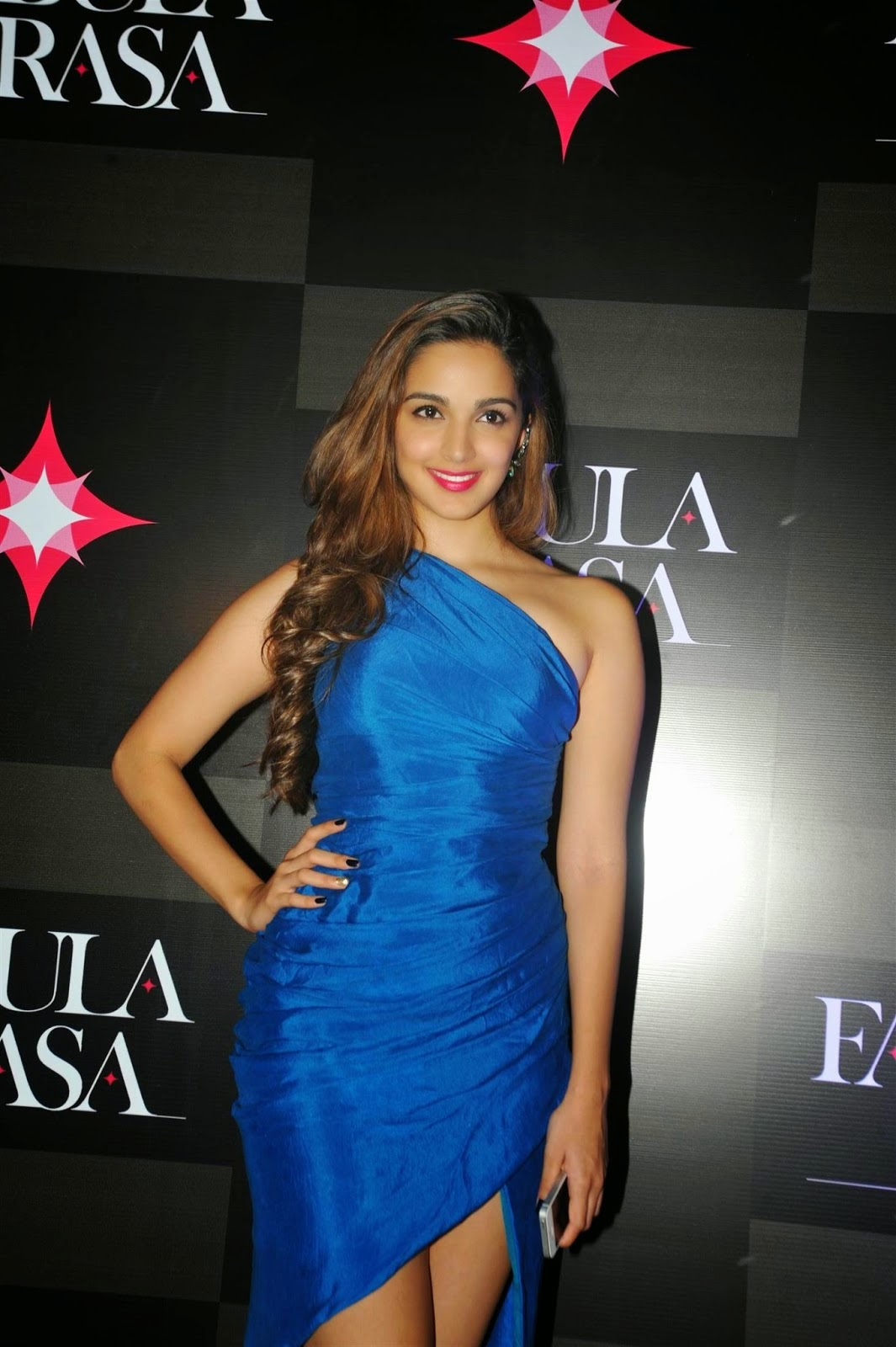 kiara advani in sexy outfits pics
