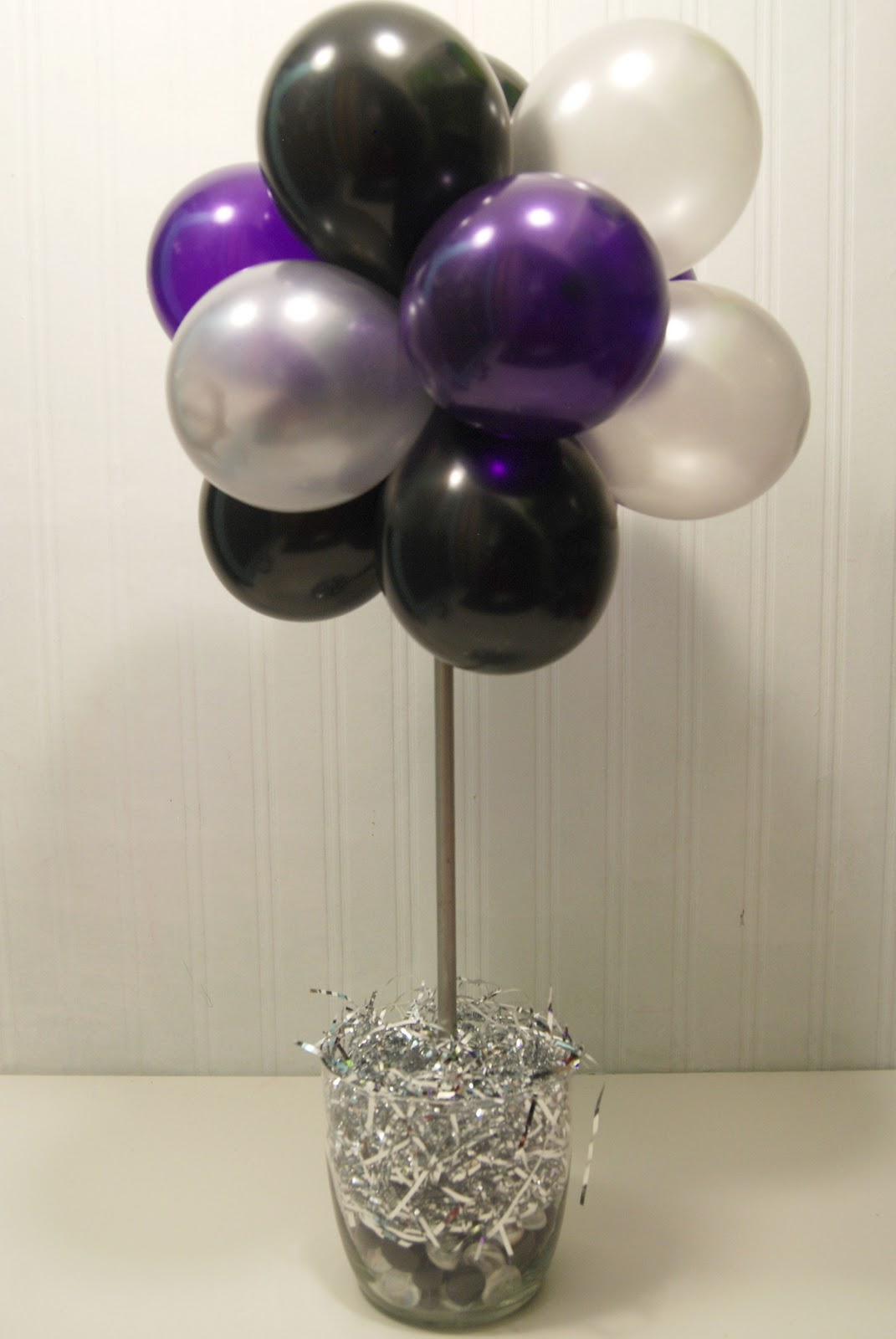 Balloon clusters party favors ideas for Balloon cluster decoration