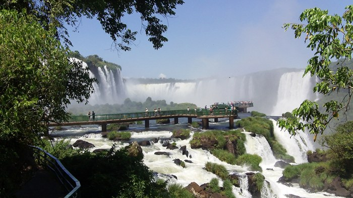 Iguazu waterfall, but a whole system of 275 waterfalls in height from 60 to 80 meters and a length of about 3 kilometers. The largest waterfall – it's a natural formation in the shape of U, called the Spanish conquistadors' throat the devil
