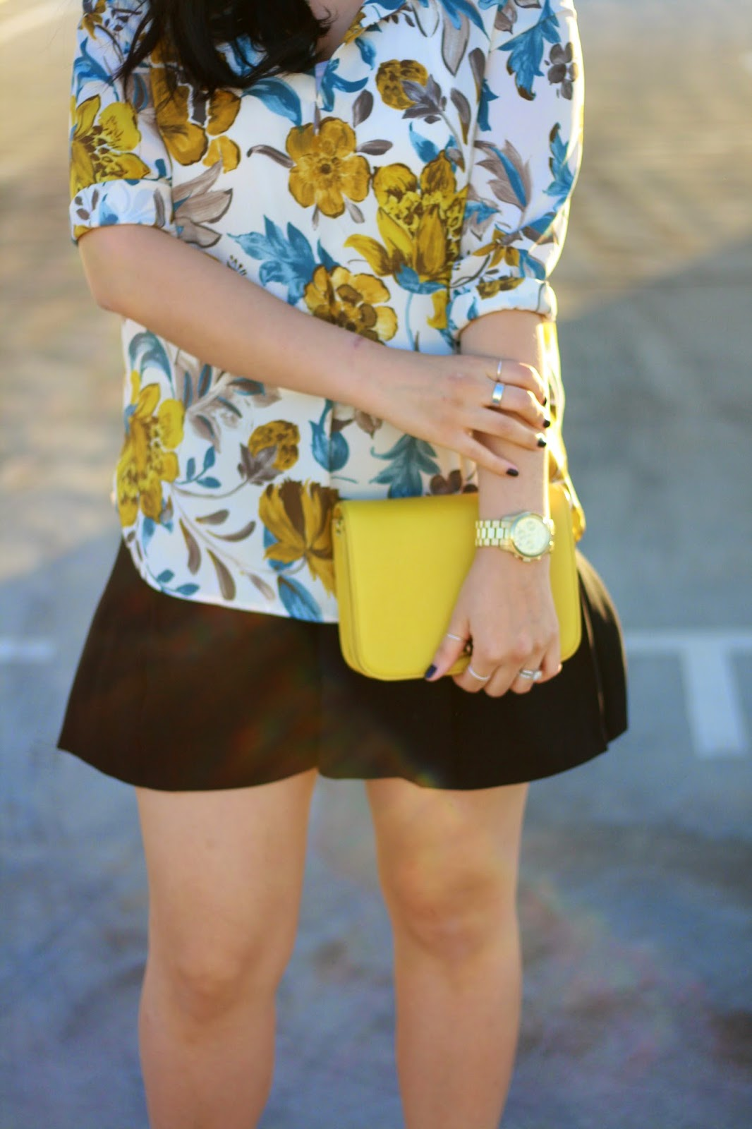 simplyxclassic, blogger, zara floral top, ray ban sunnies, zara shorts, crew bag, styleblogger, orange county, mommy blogger
