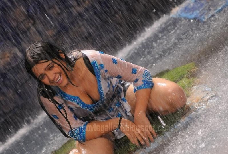 tamil actress sharmi wet and showing her clevage very hot hot