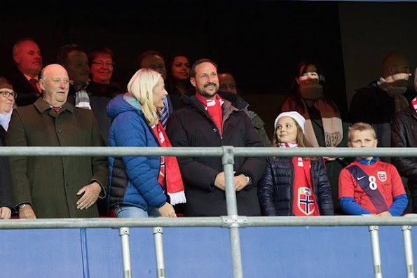 King Harald, Crown Princess Mette-Marit, Crown Prince Haakon, Princess Ingrid Alexandra and Prince Sverre Magnus