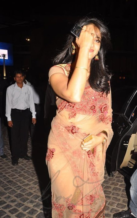 anushka shetty at 58th filmfare awards 2011 hot photoshoot