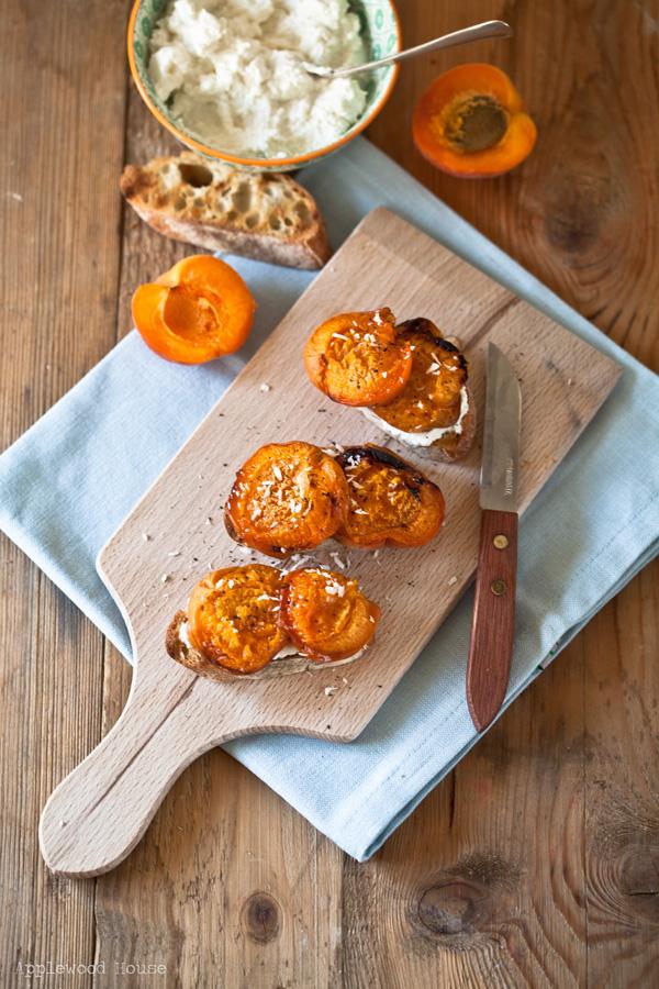Aprikosen Ricotta Brot geröstet Stulle