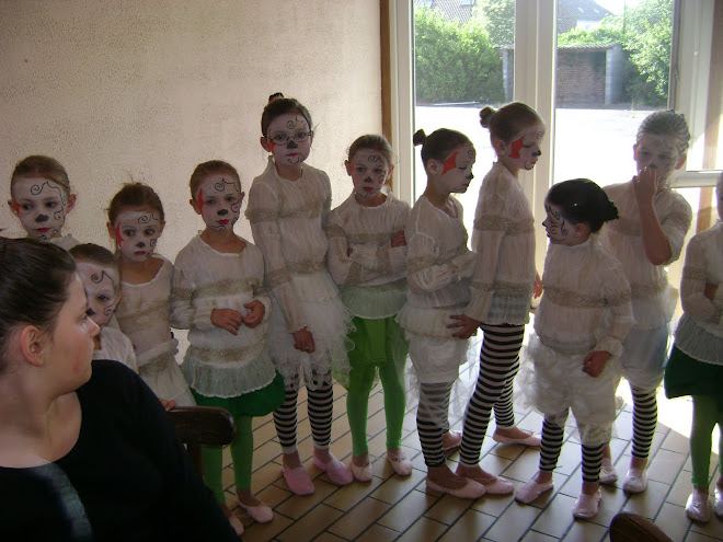 maquillage ( les filles de danse moderne 6 / 7 ans)
