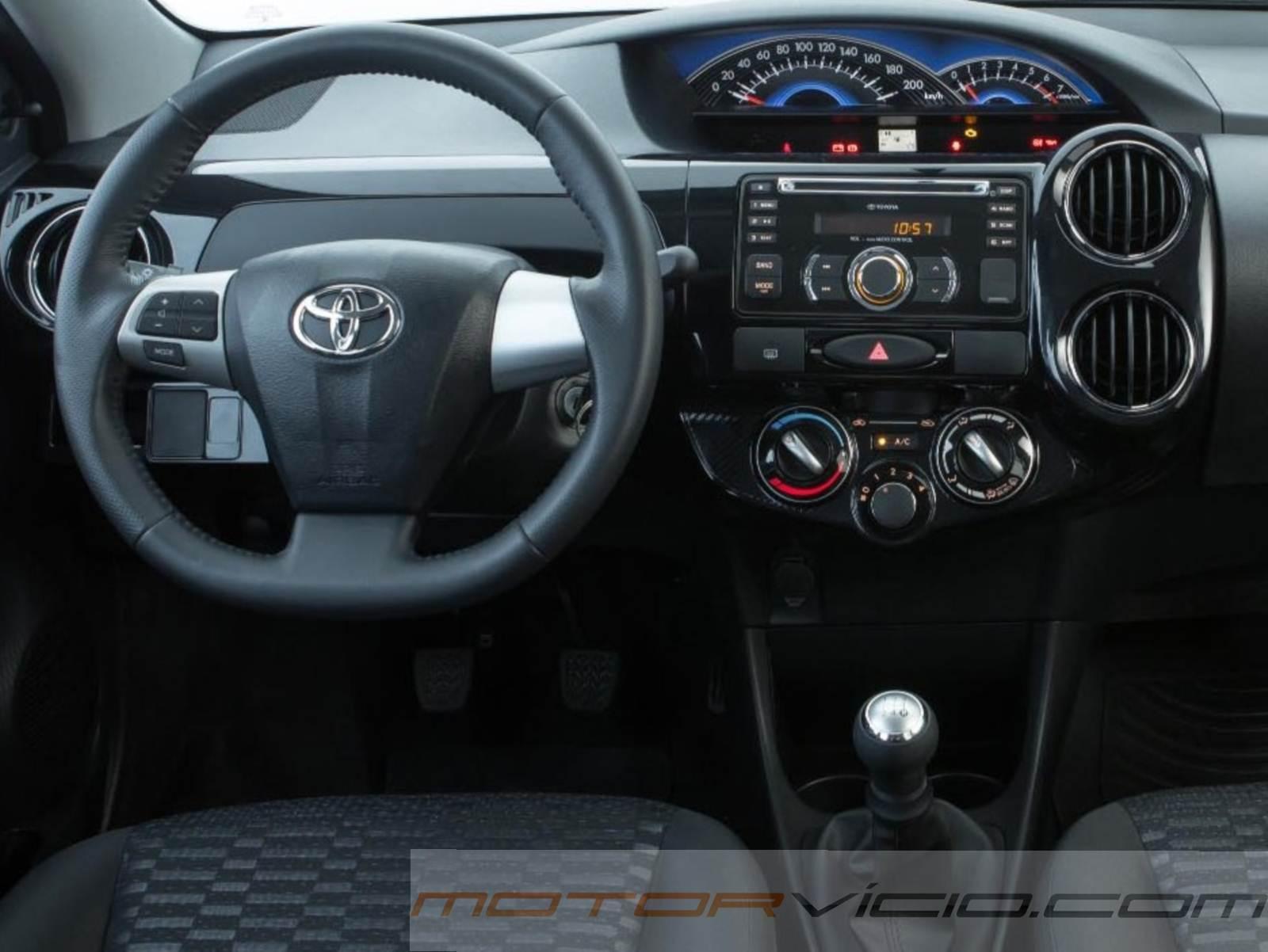 Toyota etios 2014 traz interior com melhor acabamento for Interno j