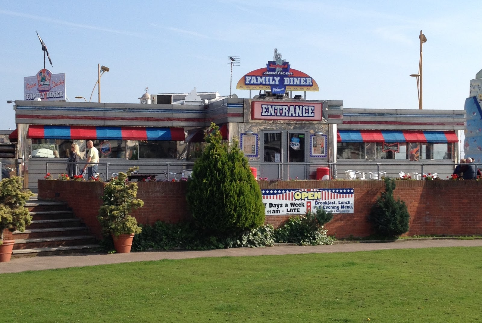 The fry up inspector joyland american family diner for Family diner