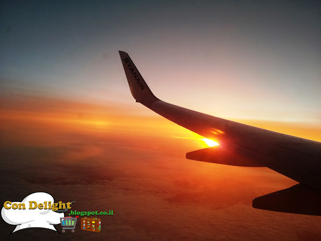 מטוס ריינאייר בשקיעה Ryanair airplane on sunset