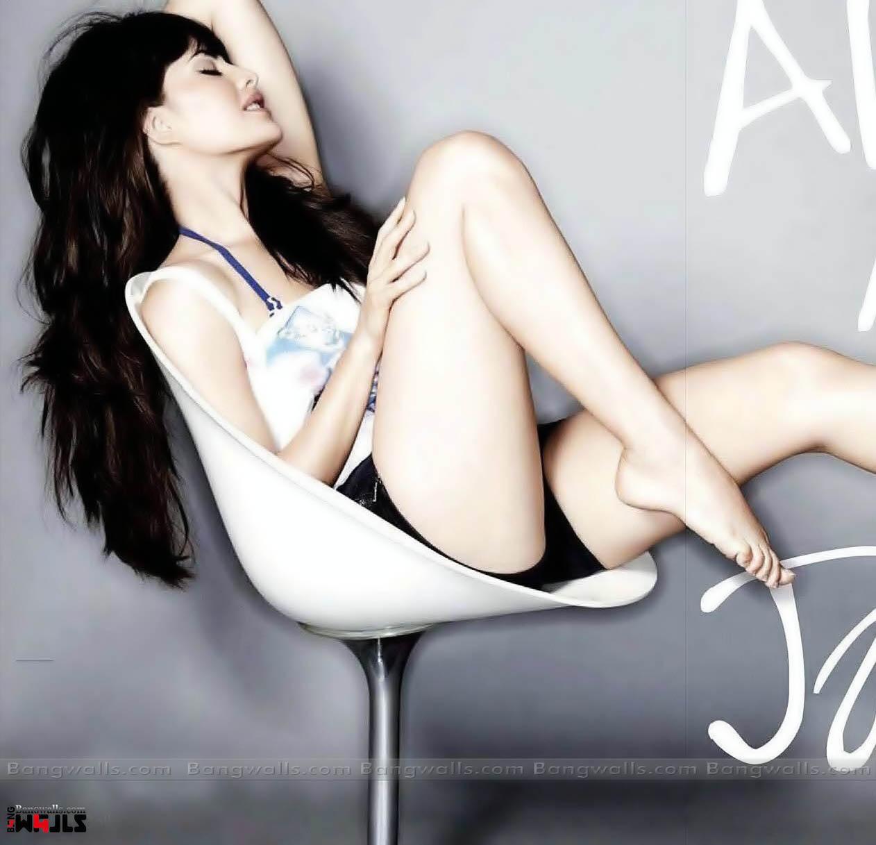 http://1.bp.blogspot.com/-AXul9RCCA-M/Tpe80fO3u9I/AAAAAAAAAmU/YFjGA70LdUY/s1600/Jacqueline+Fernandez+Sexy+Sitting+Style.jpg